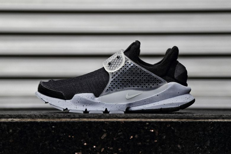 cheaper 496a6 a231c A First Look at the fragment design x NikeLab Sock Dart