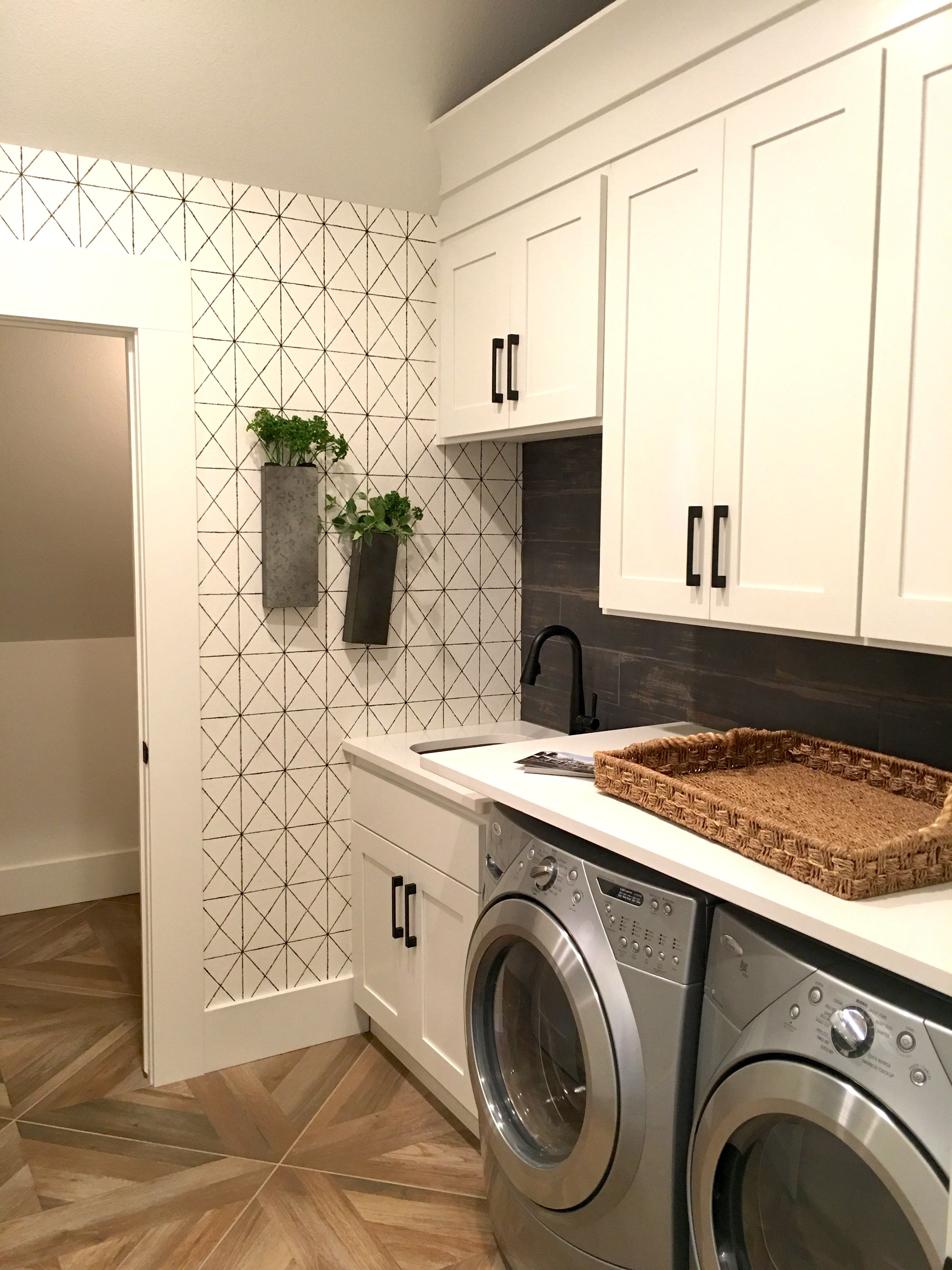 2017 design trends and tips wash day laundry room wallpaper laundry room wall decor. Black Bedroom Furniture Sets. Home Design Ideas