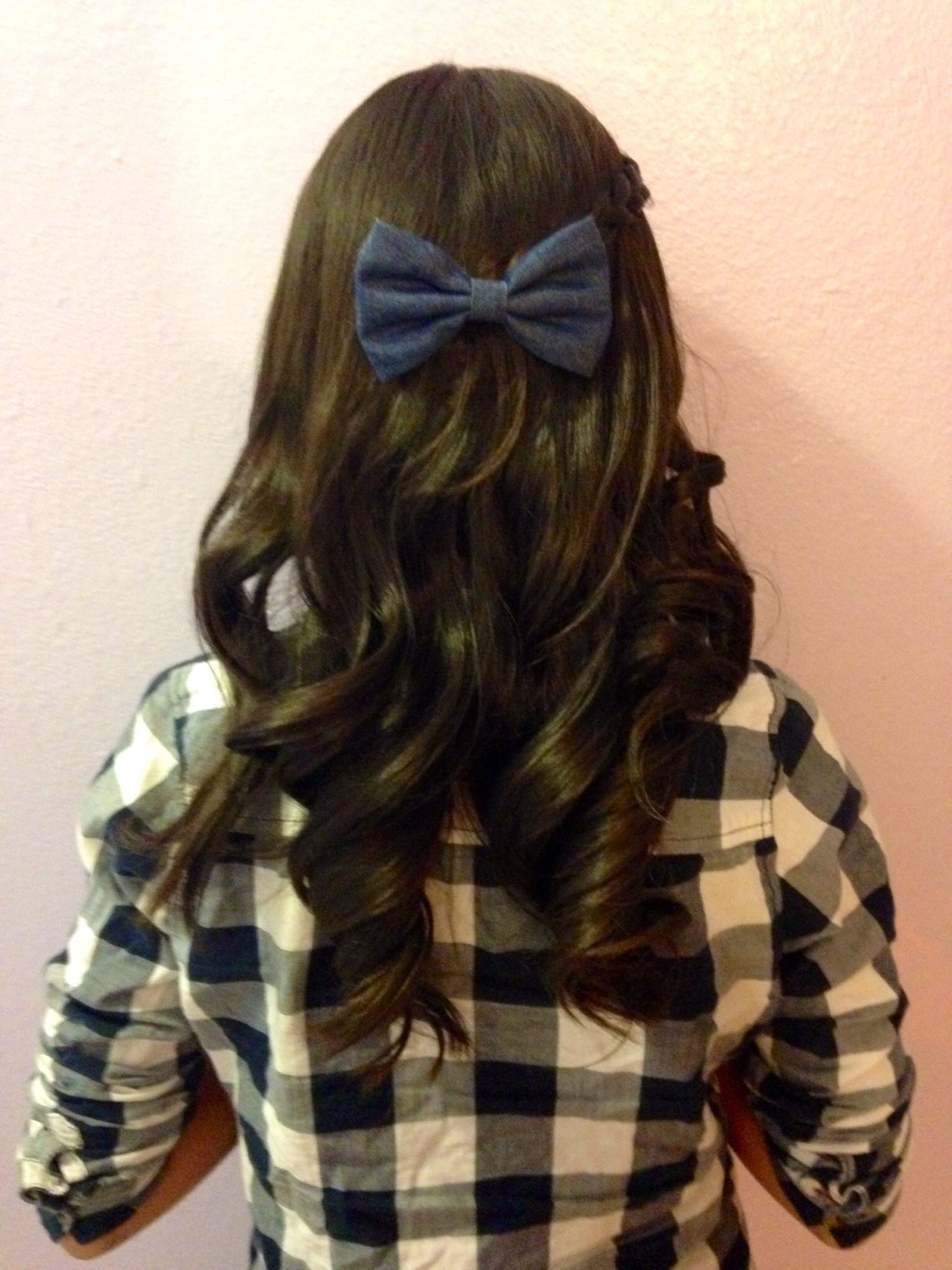Beautiful curls using the straightner with a jean material bow