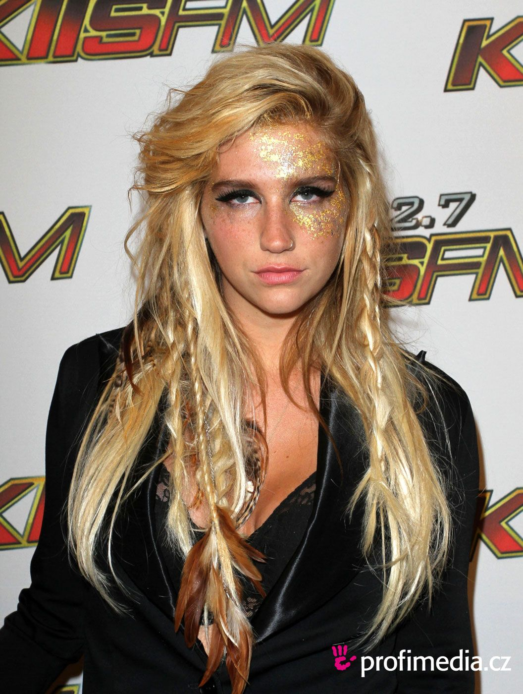 swept hairstyles kesha cute