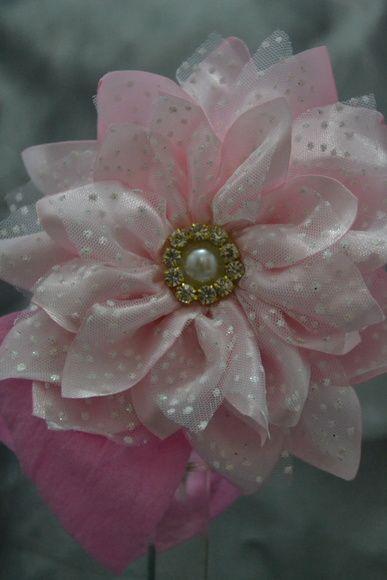 Faixa Com Flor De Cetim E Tule Disponível Em Rosa Branco Amarelo