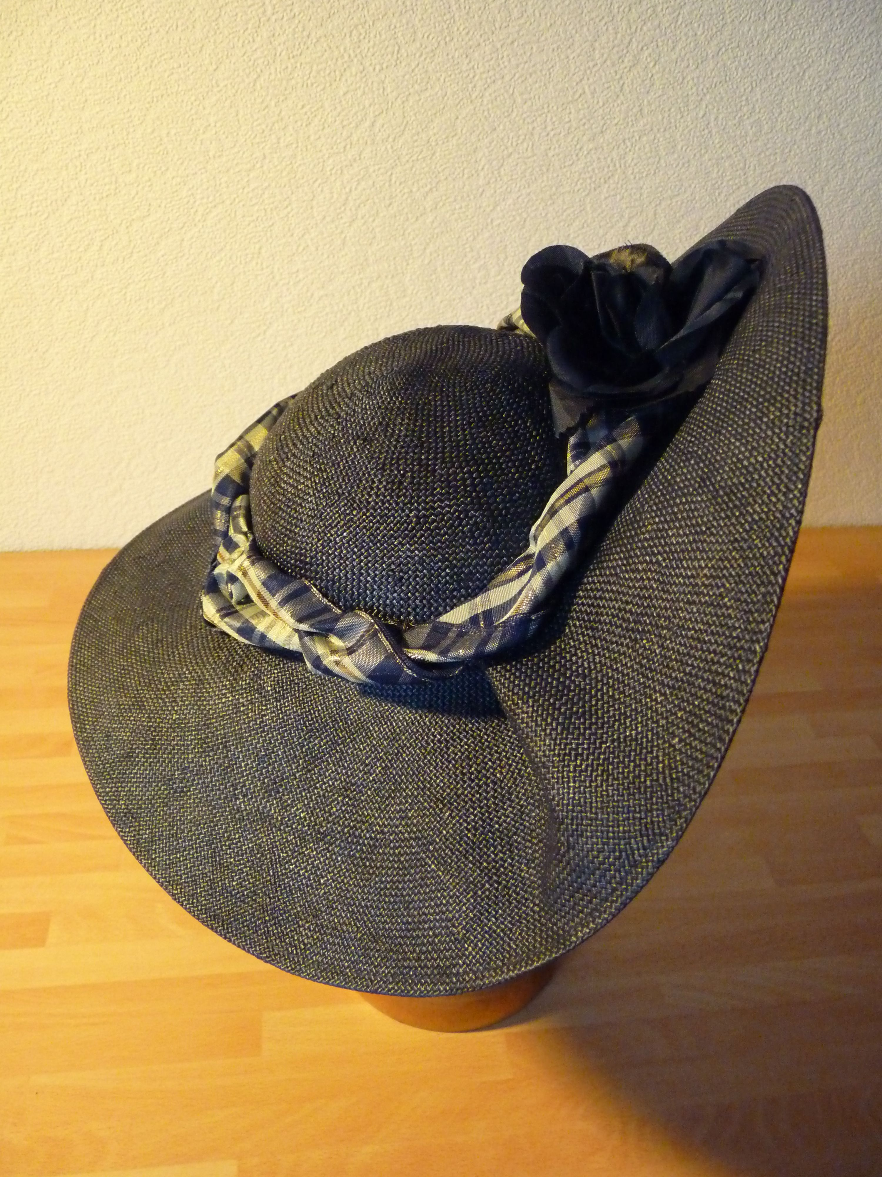 Parasisal hat with ribbon, bows and flower