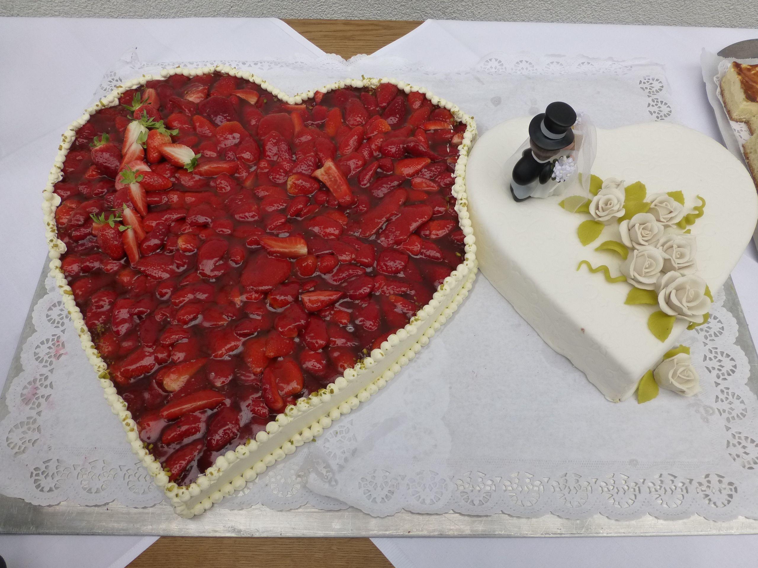 Erdbeerherz Hochzeitstorte Hochzeitstorte Pinterest