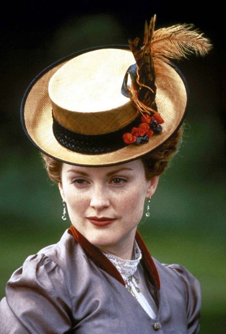 julianne moore in an ideal husband visages et chapeaux julianne moore in an ideal husband