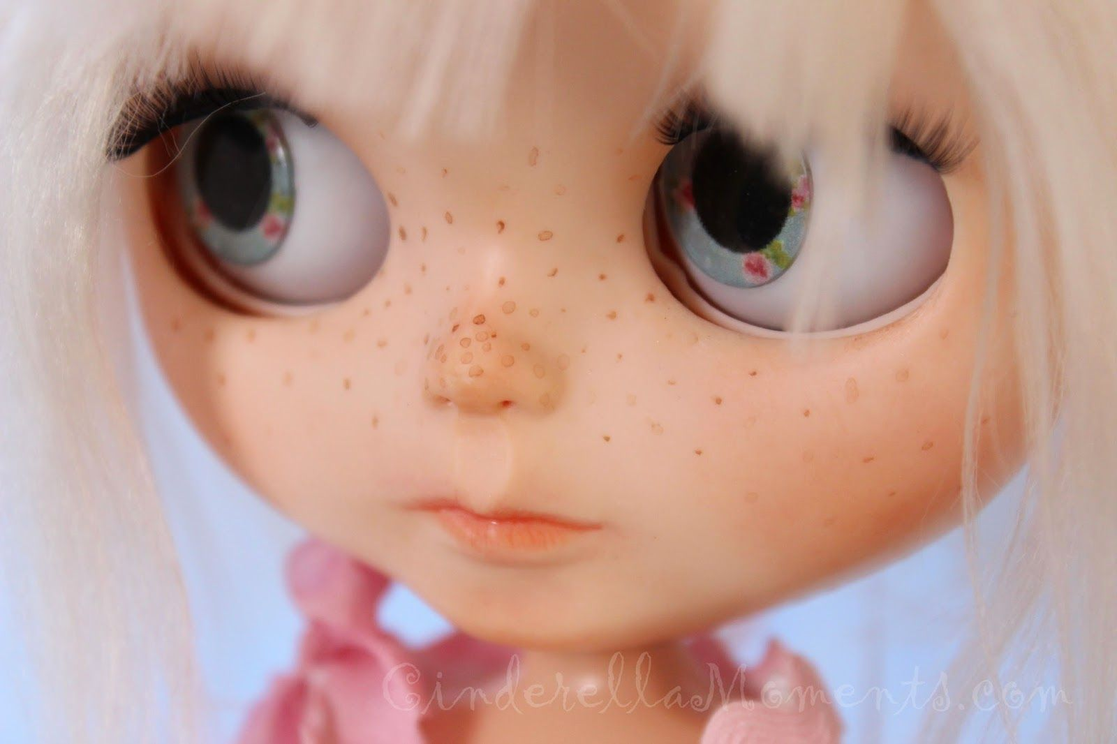 I made two more customized Blythe dolls.    Waverlie has short hair and Finlee has long hair. They are both alpaca reroots. It takes me 2 t...