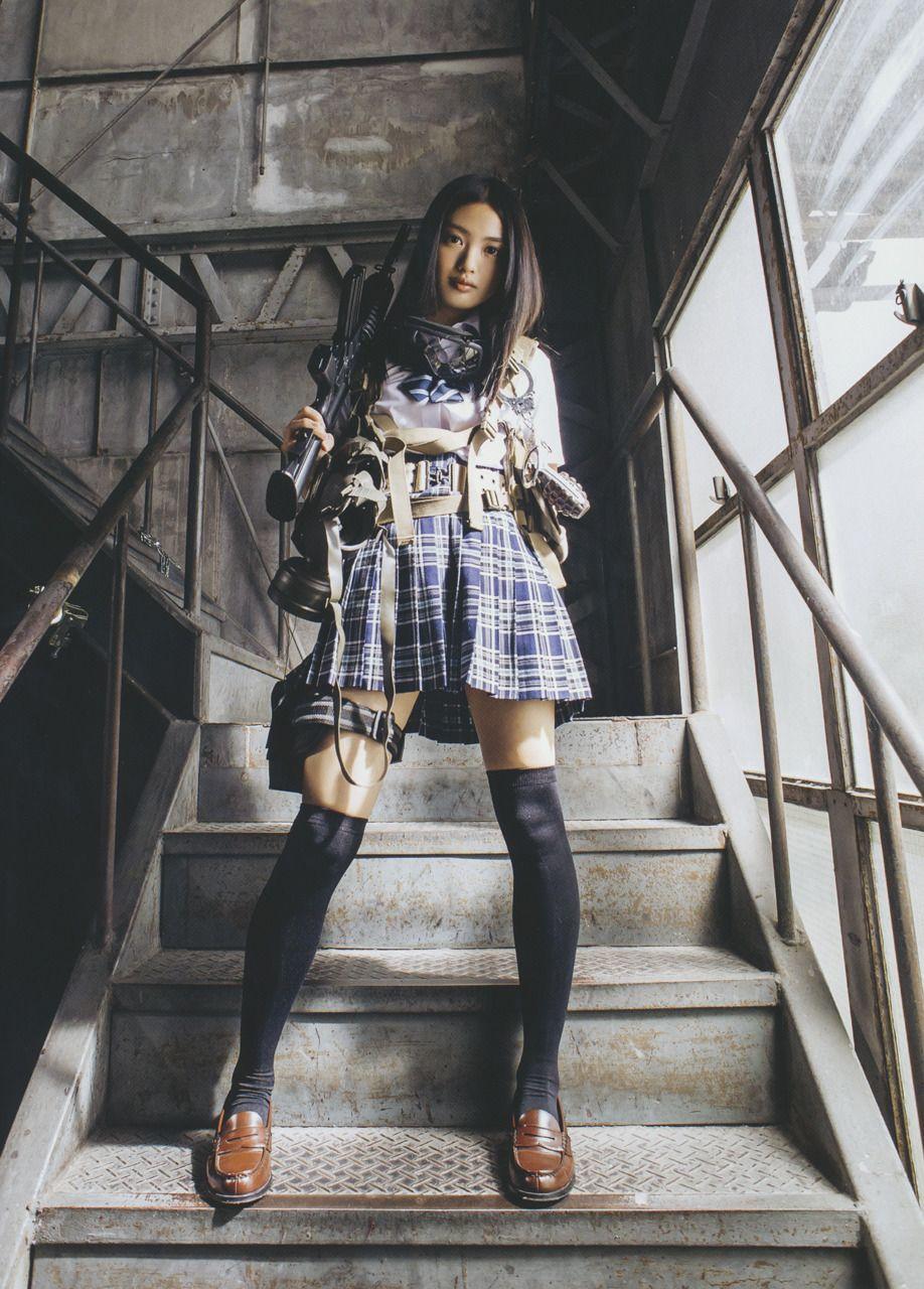 地下アイドルの女子中学生がお尻の質感がバッチリ丸見えなエロ過ぎるスカート逆さ撮り画像