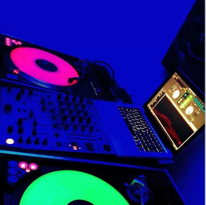 Technics 1200 Novation Dicers Glow In The Dark And Neon Serato Control Vinyl Dj Decks Dj Setup Dj Room