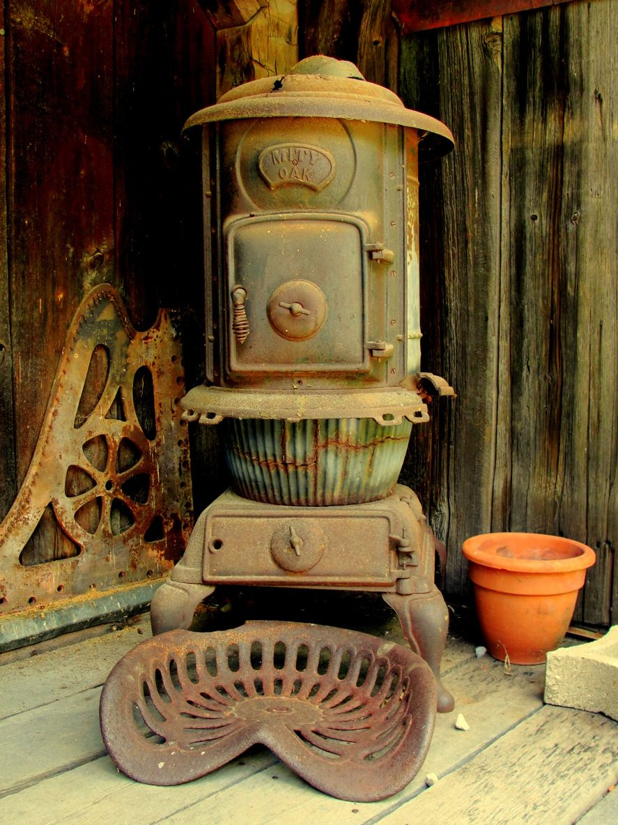 Mity Oak, Antique Wood Stove,Rustic Rusty Old Heat Stove. - Mity Oak, Antique Wood Stove,Rustic Rusty Old Heat Stove