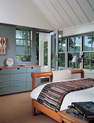 Cool tones love how the back wall finish flows through to cabinetry balancing design despite off center window also rh br pinterest