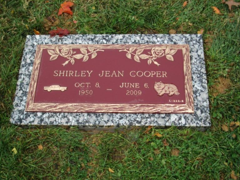 Red Bronze Stone : Red and bronze grave marker with roses vintage car