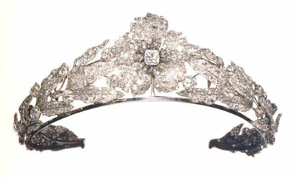 Diadema di diamanti della regina margherita d 39 italia for Tiara di diamanti