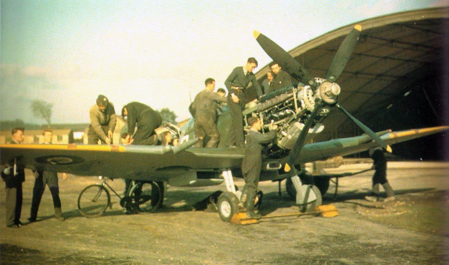 Spitfire Maintenance WWII in photos Pinterest
