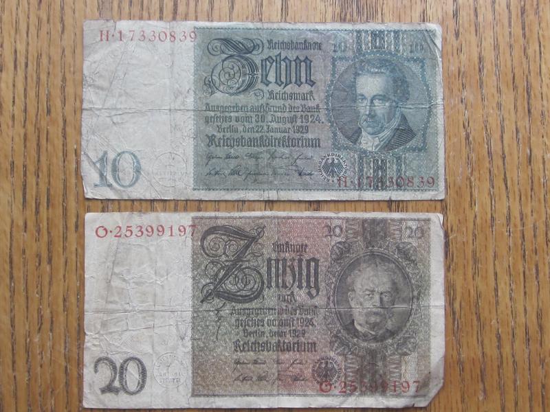 Quantity of 8 Vintage Paper Bills Germany, Indonesia, Phillippines, Argentina, etc.