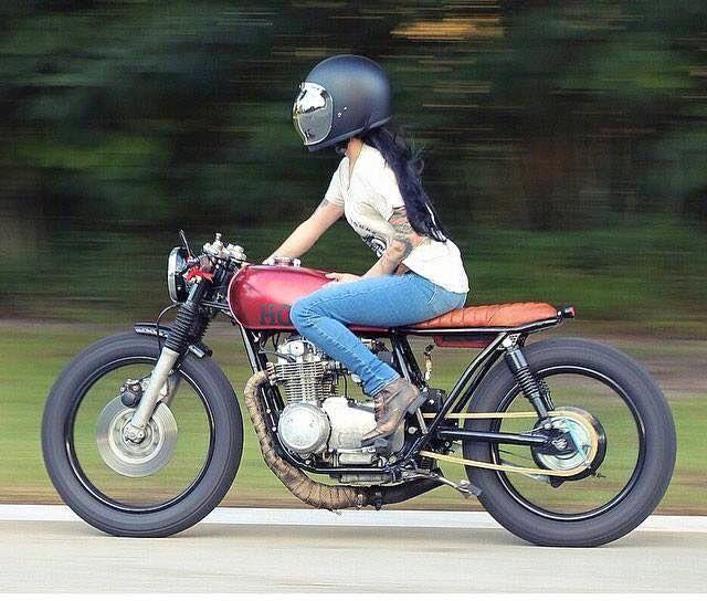 cafe racer photo custom bikes pinterest moto pour fille filles et jardins. Black Bedroom Furniture Sets. Home Design Ideas