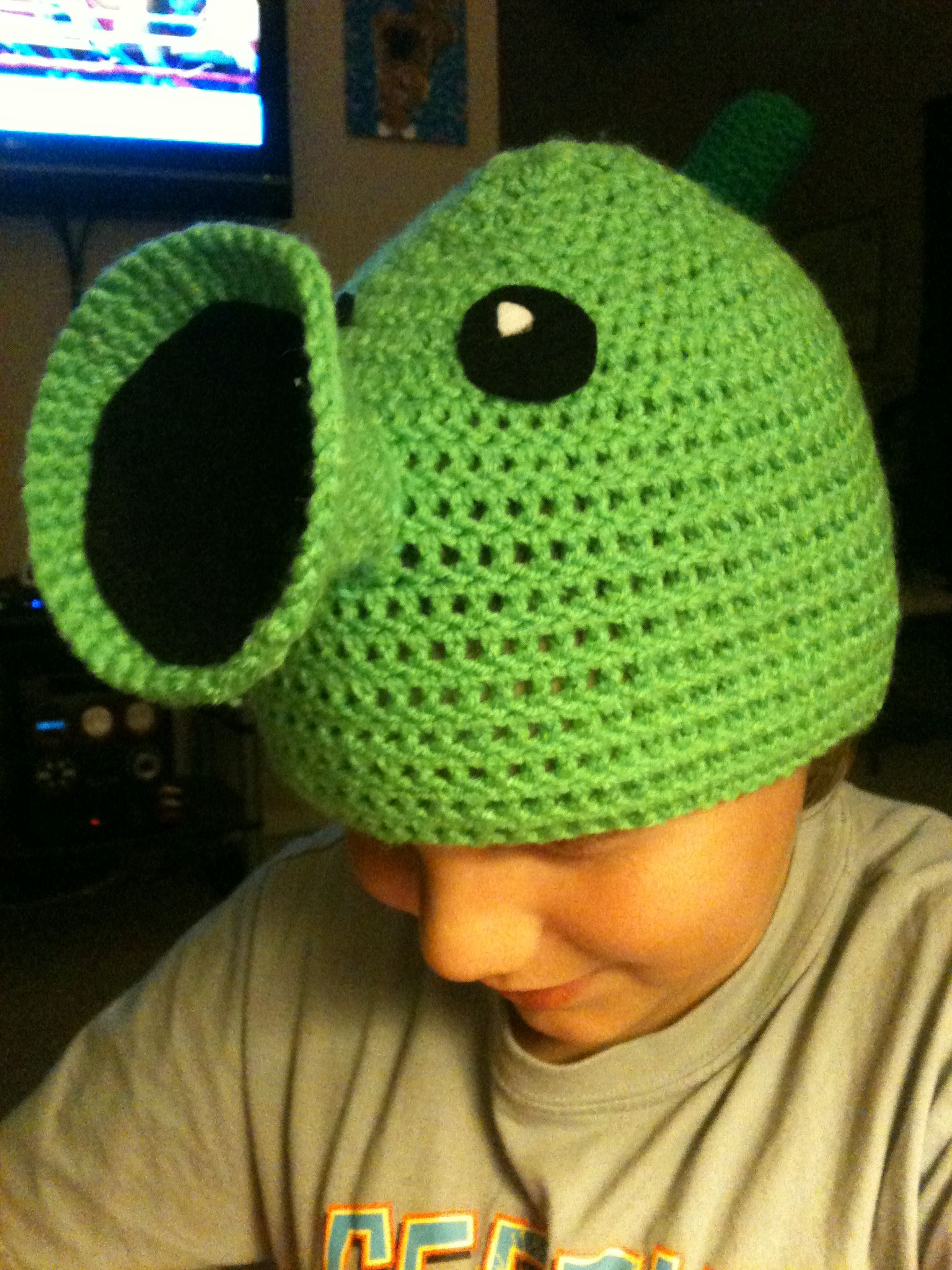 Plants vs. Zombies Pea Shooter Hat (Crochet) | My Creations | Pinterest