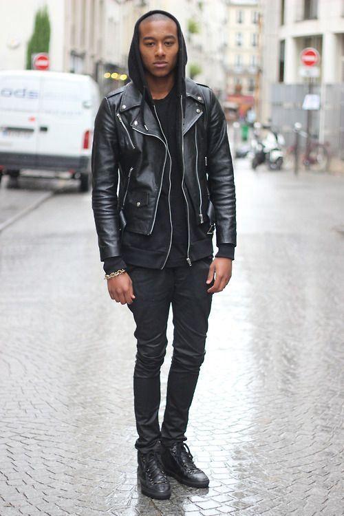 Perfecto en cuir porté sur un sweat à capuche #mode #look