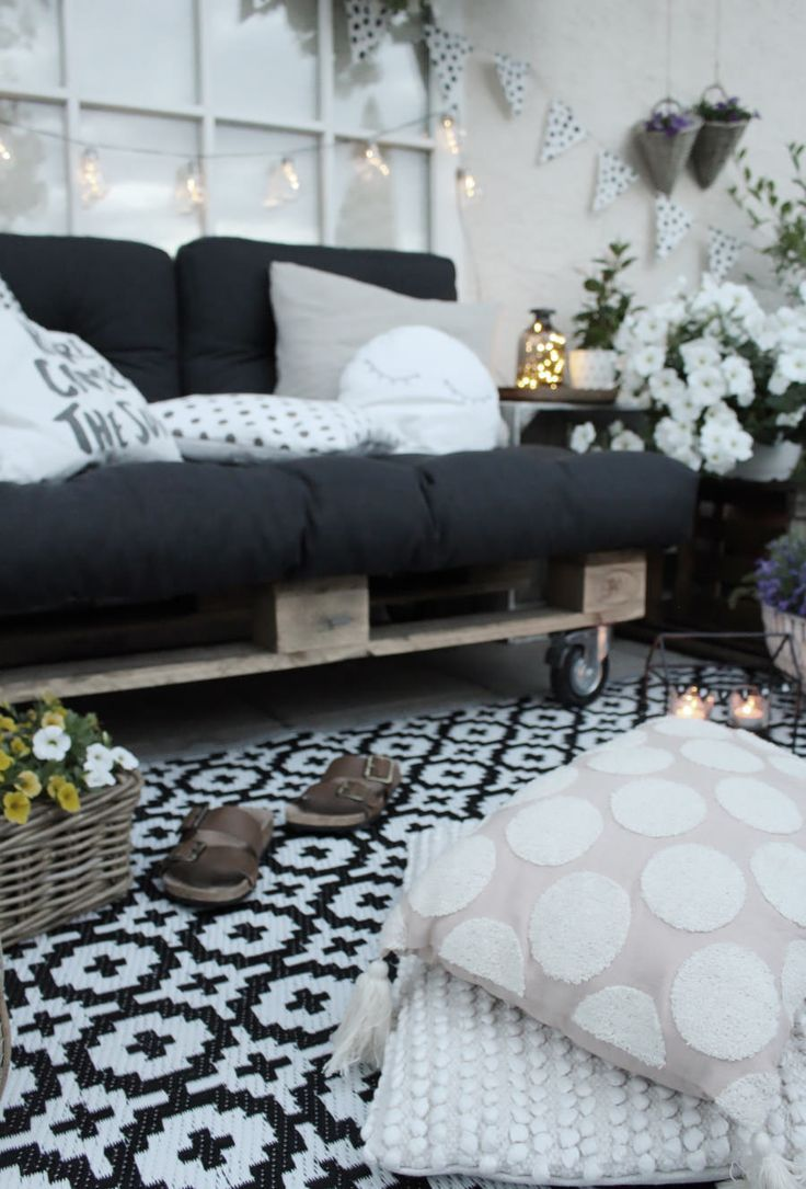Make DIY furniture out of pallets yourself - build balcony furniture yourself,  #balcony #Build #DIY #furniture #PalletLoungediy #pallets