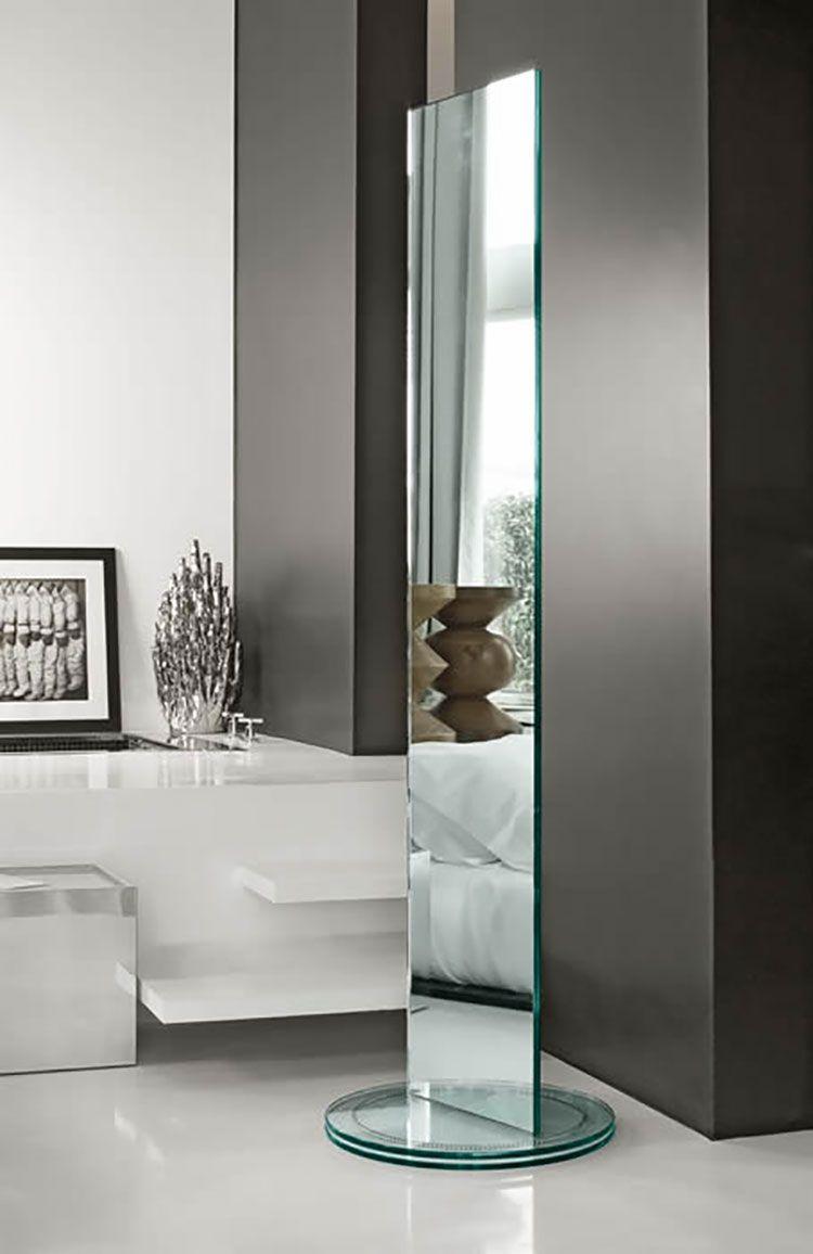 Posizionamento specchio da terra e originali idee per le decorazioni. Specchi Da Terra Dal Design Moderno E Particolare Mondodesign It Dressing Room Mirror Floor Mirror Mirror Decor
