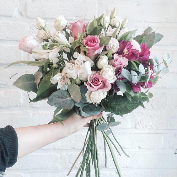 분홍분홍 . . . #flower #flowergram #florist #instaflower #handtied #rose #flowerlesson #flowerclass #daily #花 #플라워아카데미 #플라워샵 #플라워 #플라워레슨 #원데이클래스 #꽃 #꽃스타그램 #플로리스트 #꽃놀이 #꽃다발 #핸드타이드 #장미