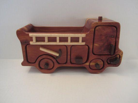 Carro Valet caja, cedro rojo, cajones ocultos de fuego