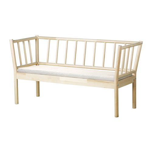 BJÖRKSNÄS Sohva + pehmuste IKEA Massiivipuuta, kestävää luonnonmateriaalia. Helppo pitää puhtaana konepestävän irtopäällisen ansiosta.