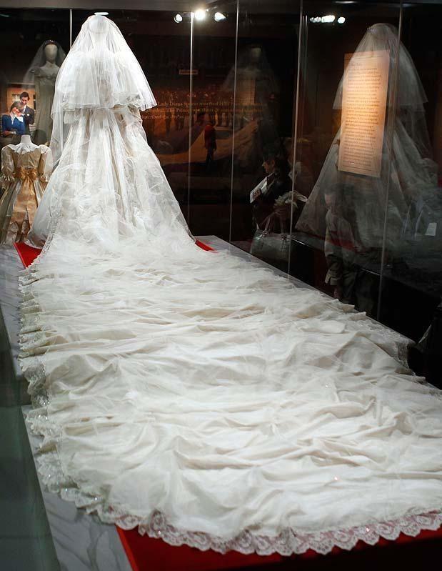 London Guarded Secrets Of Princess Diana S Wedding Dress Revealed Afrowood
