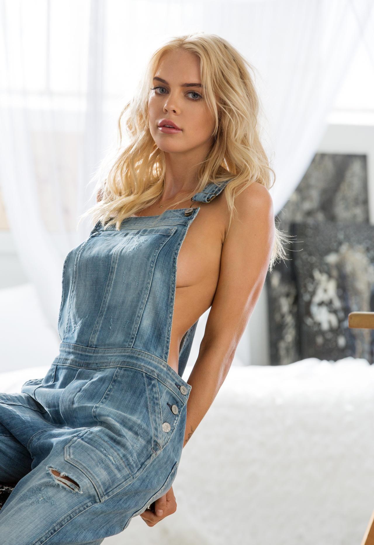 Rachel Harris Nude Photos 18