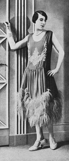 """Les Modes (Paris) January 1928 """" firmament"""" Robe du soir par Jean Magnin"""