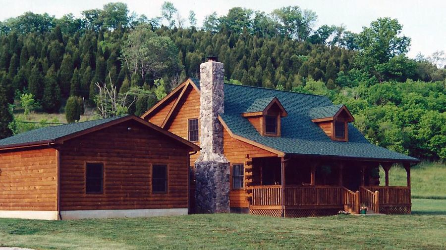 A Spirited Log Home Model The Idaho Springs Is A 1 And 1 2 Story Log Cabin That Comes With 2 Bedrooms 2 Bat Log Homes Log Home Designs Log Cabin Floor Plans