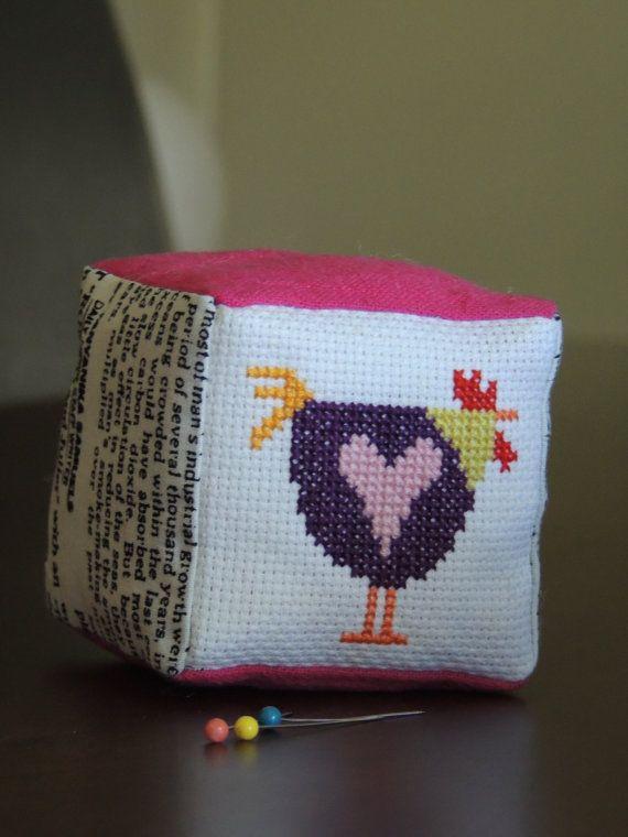 Cross Stitch poulet violet avec coussin broche coeur par bearatam