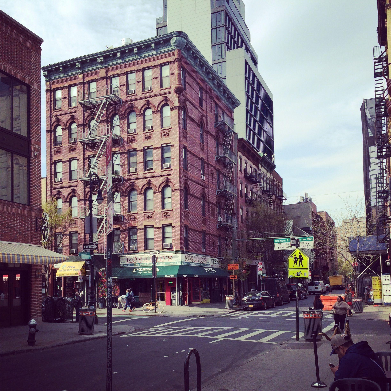Orchard Street In Newyorkcity With Great Little Boutiques Coffee Shops Wine Bars Restaurants And So Much More Lowereasts Plaatsen Om Te Bezoeken Plaatsen
