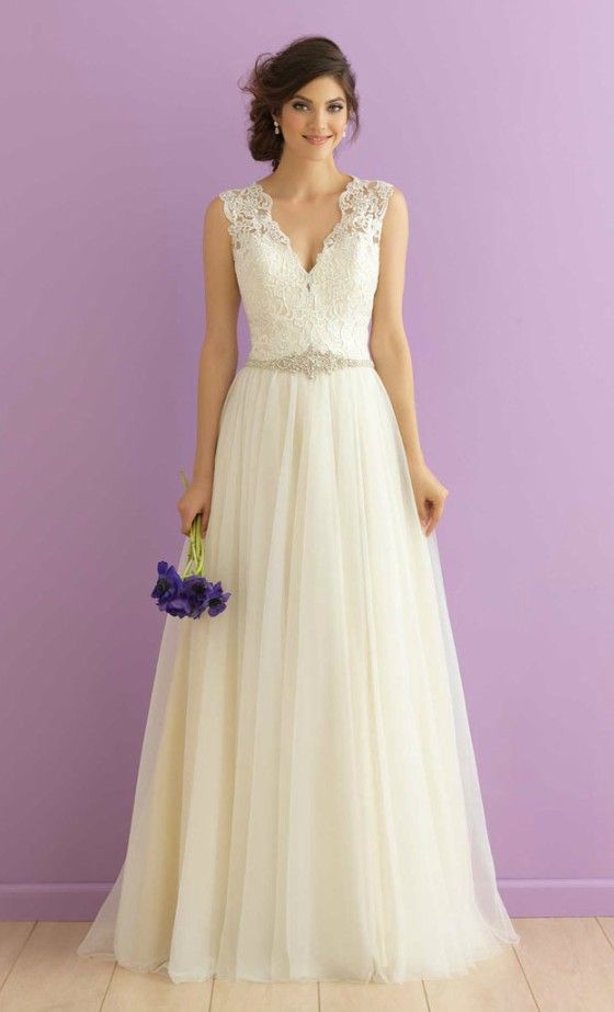 TOP 27 WEDDING DRESS STYLES FOR PEARSHAPED BRIDE  Mature