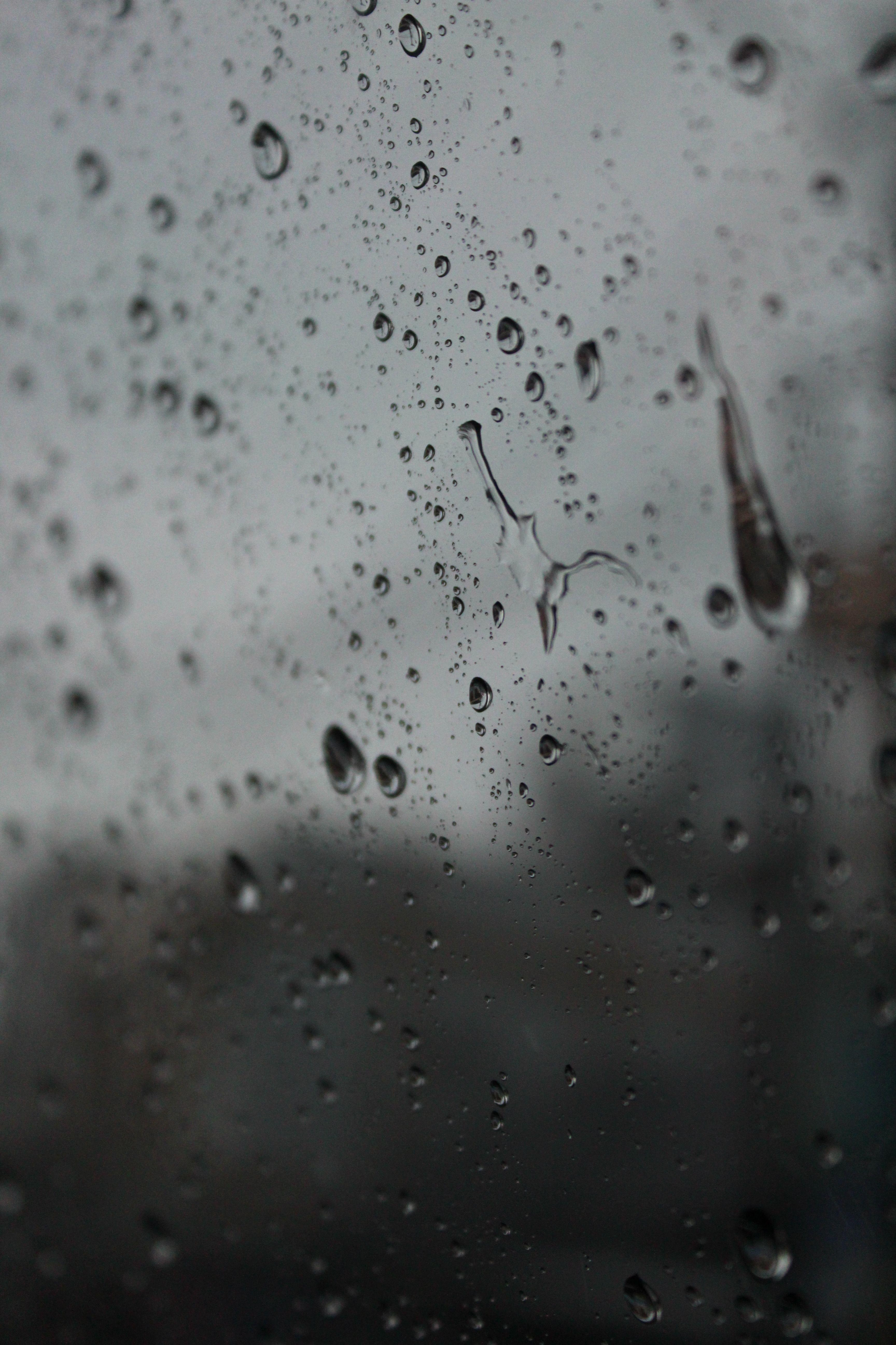 Waktupun Mengurai Tetesan Hujan Menjadi Bulir Bulir Kenangan