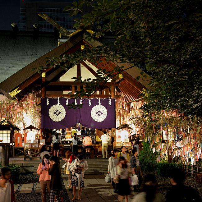 願いを込めた短冊と笹竹のライトアップも!東京大神宮の「七夕祈願祭」