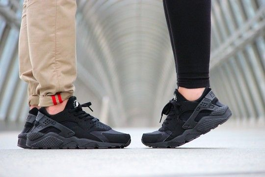 black nike huaraches women