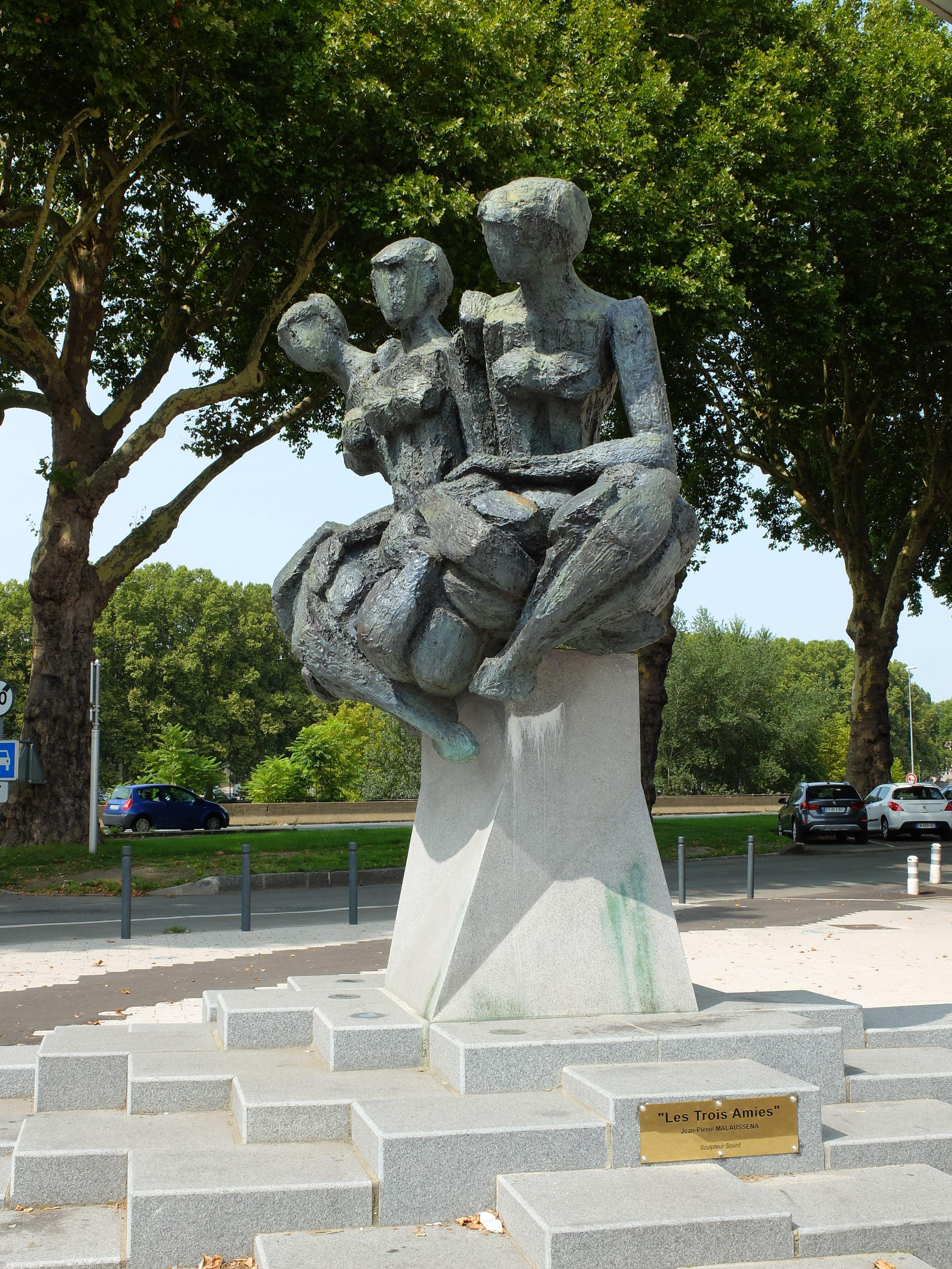 Les trois amies - Sculpture - Angers - Photo MNC