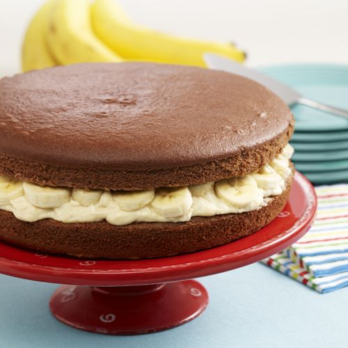 Make a giant whoopie pie recipe with chocolate cake layers filled with vanilla pudding and sliced bananas