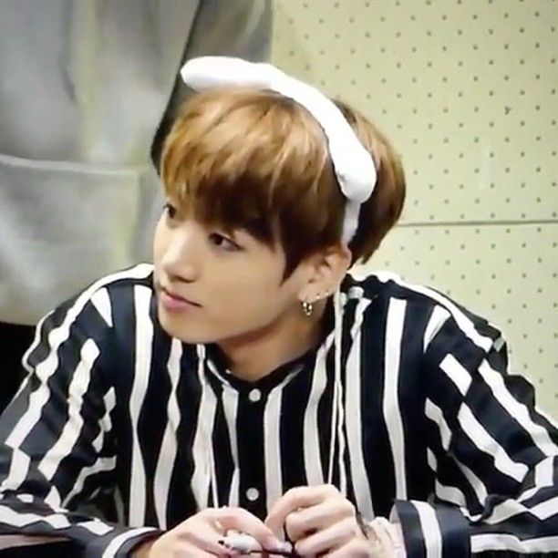 What a cutee bunny  __________ 161022 Myeongdong Fansign || #JUNGKOOK #BTS #방탄소년단 #정국 © owner