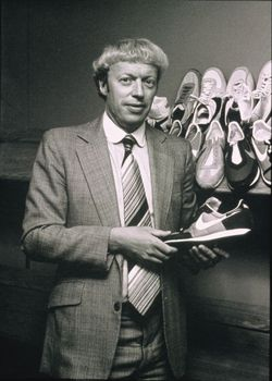 phil knight leadership style Phil knight leadership style: choose a leader you admire then research his/her leadership role, traits, behaviors, style, achievements, and motivating influences.