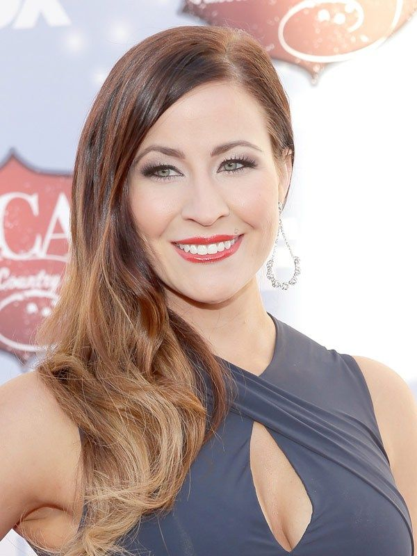 Love Chelsea Bain's ombre waves at the #ACAs