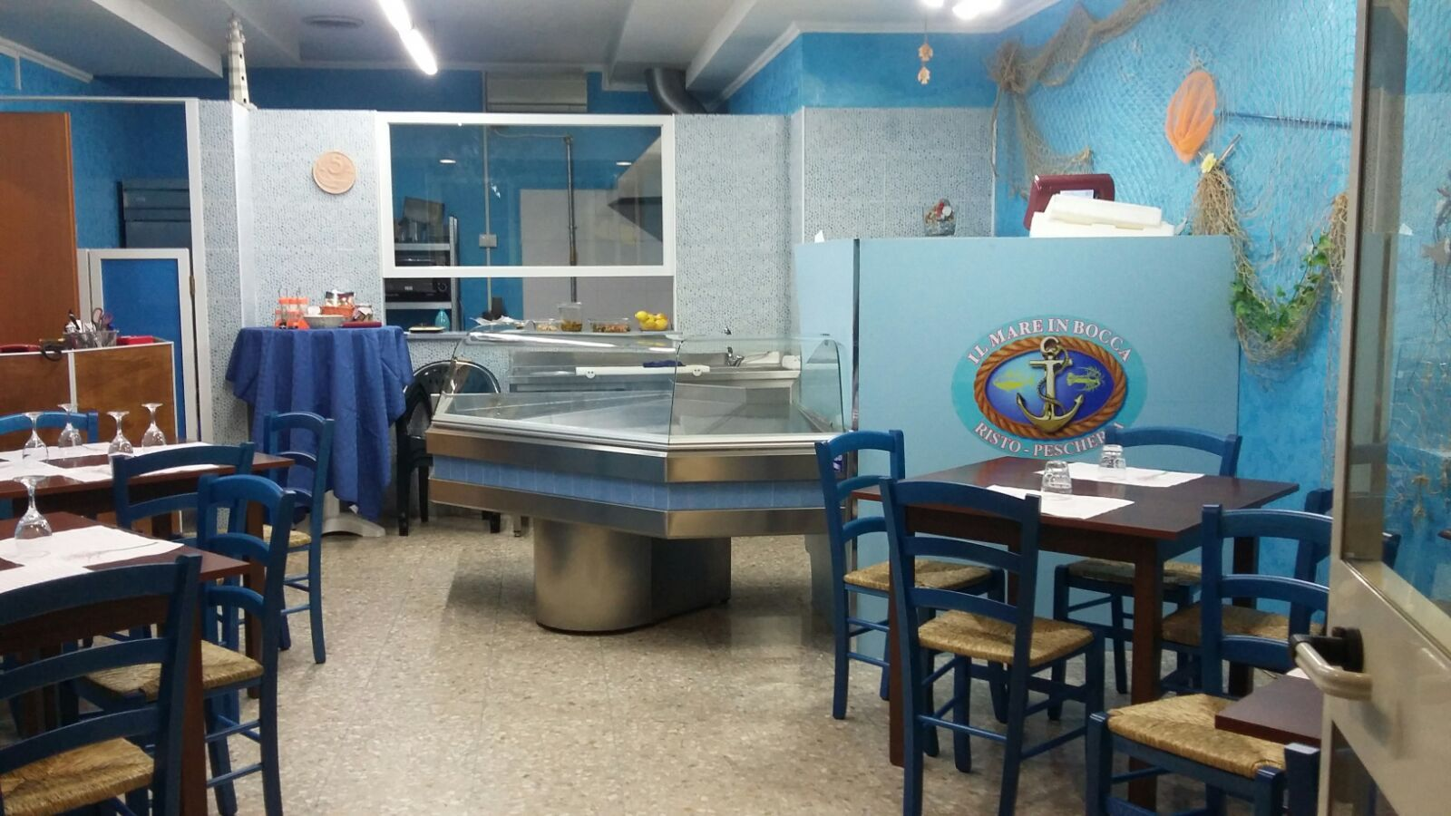 Sedie e tavoli pub ristoranti pizzerie maieron snc www for Aba arredamenti