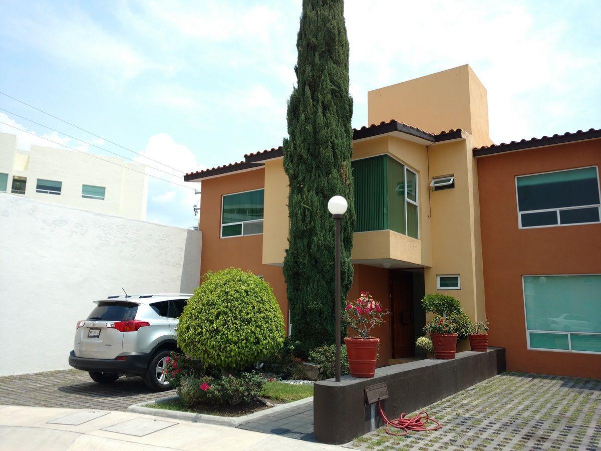 Casa en Venta en Juriquilla Centro. Hermoso Jardín y