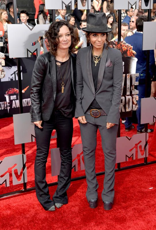 Sara Gilbert And Linda Perry Omg Both Of Their Outfits
