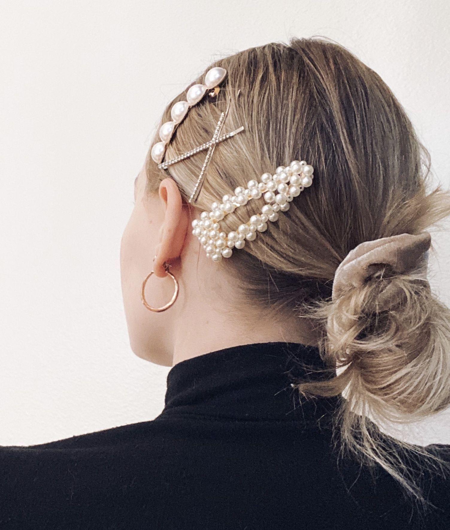 Pearl Clips Pearl Clips Hair Clip Aesthetic Hoops Gold Hoops Messy Bun Hair Aesthetic Haircl Gold Hair Accessories Gold Hair Clips Hair Clips Diy