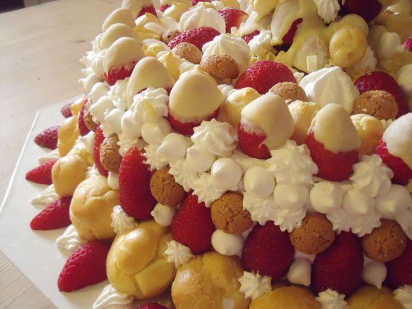 Trionfi di fragole, una torta di fragole spettacolare | Tortalandia