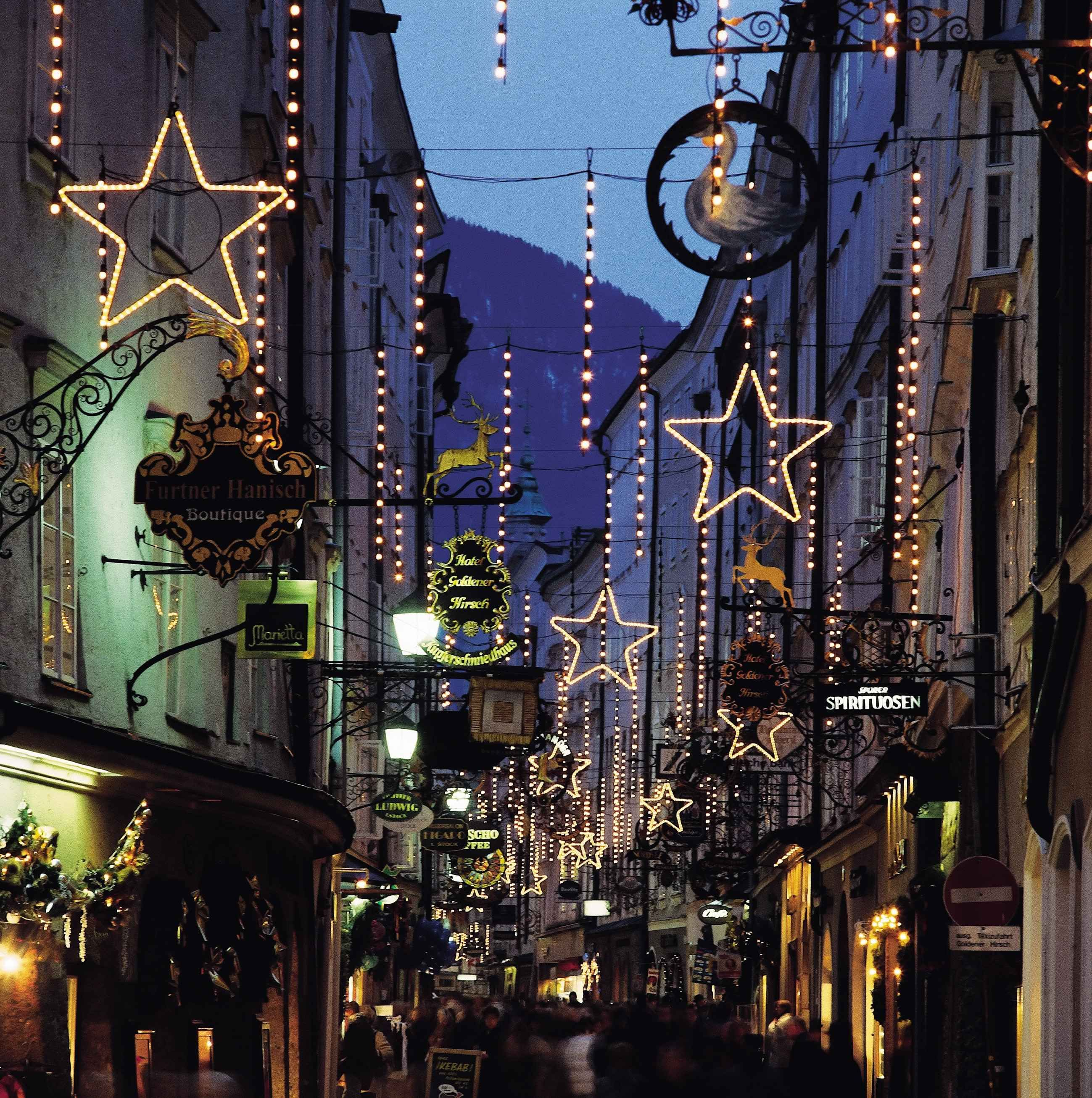 christmas season in altstadt salzburg getreidegasse. Black Bedroom Furniture Sets. Home Design Ideas