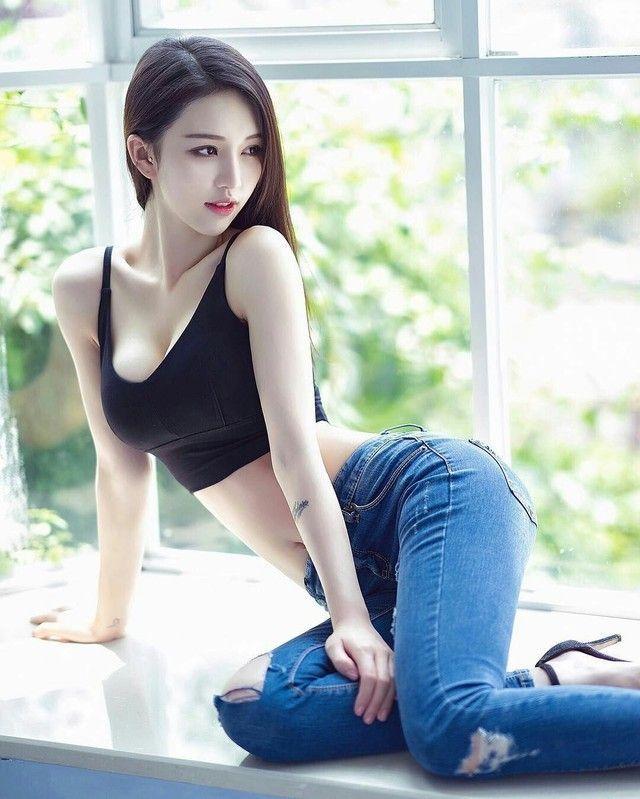 Asian met art picture poses