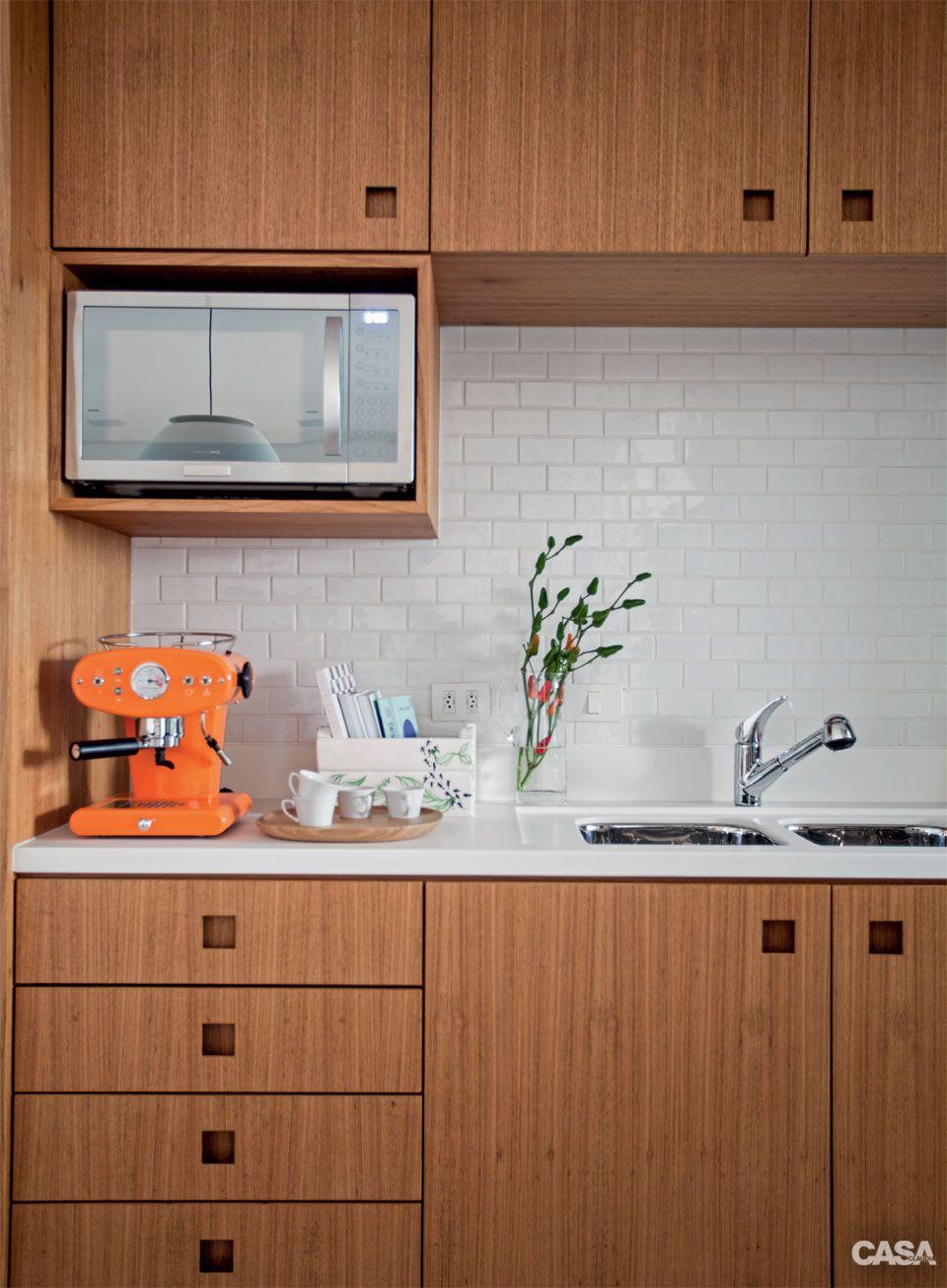 Apartamento pequeno integrado e decorado com m veis de for Cocinas integrales apartamentos pequenos