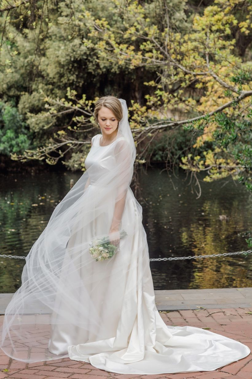 Mirandaus stunning classic wedding dress as captured by stirling