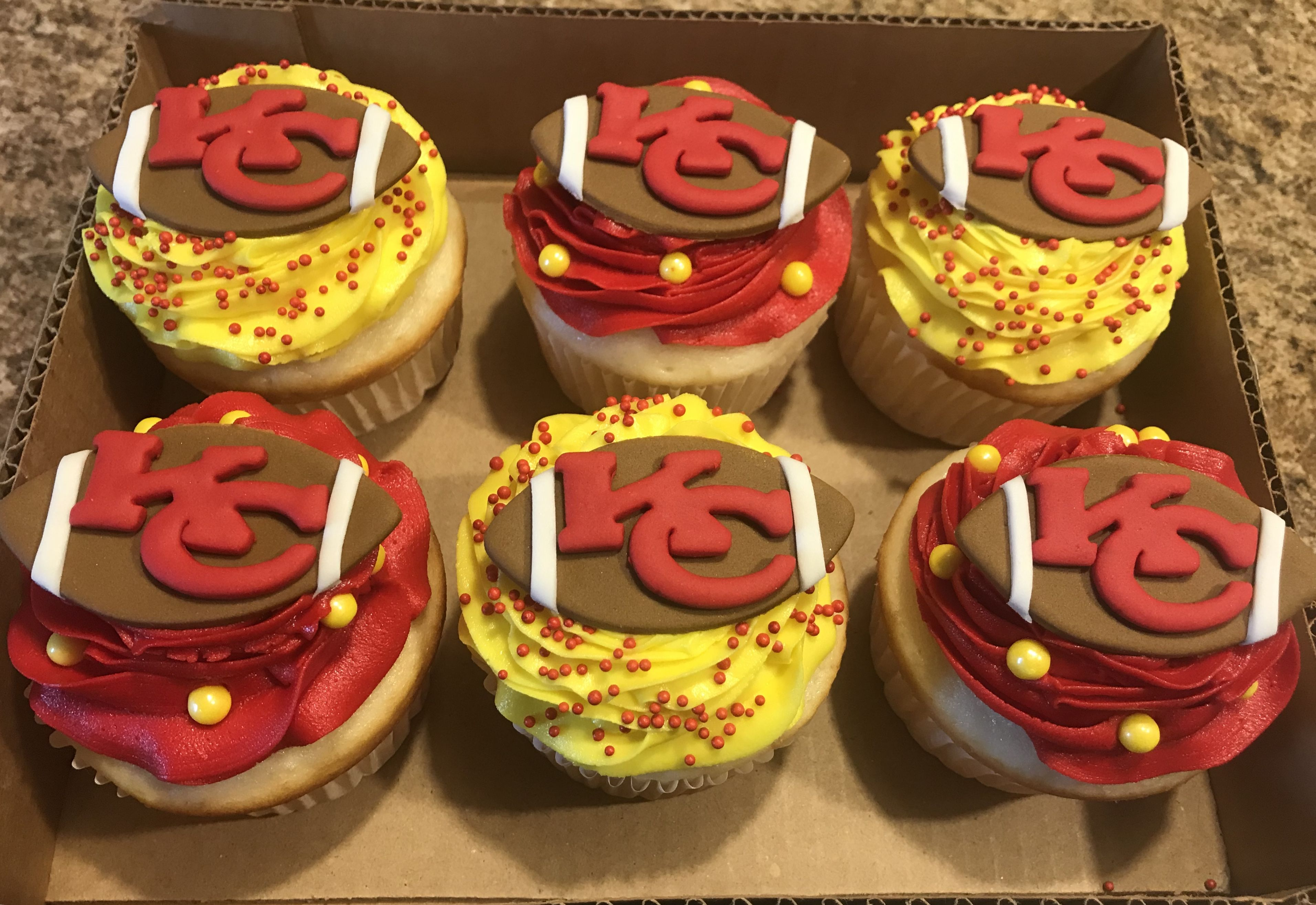 Kc Chiefs Cupcakes With Images Snack Cake Super Bowl Food